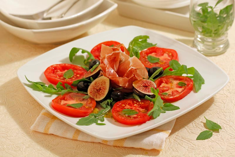 TOMATO SALAD WITH FIGS AND IBERIAN HAM