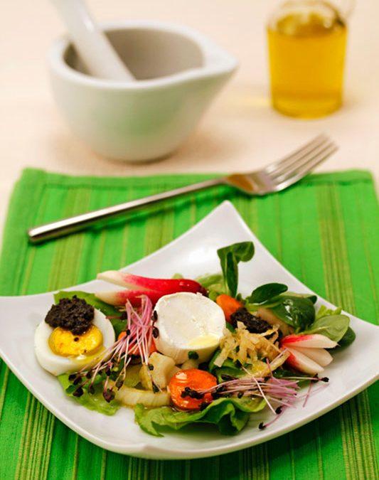 Recetas para cocinar: ensalada con queso y salsa de aceitunas con aceite de oliva virgen extra Spelunca Espluga Calva DO Garrigues