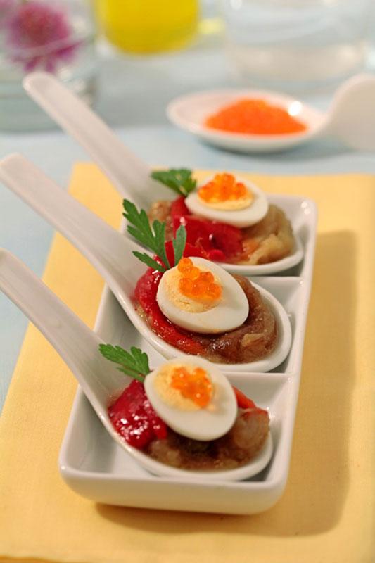 Recetas para cocinar: cucharillas de escalivada con huevos de codorniz con aceite de oliva virgen extra Spelunca Espluga Calva DO Garrigues