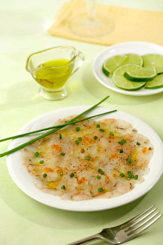 Receptes per cuinar: Carpaccio de bacallà sobre tomàquet amb oli d'oliva verge extra Spelunca Espluga Calba DO Garrigues