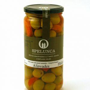 Olives alinyades verdes amb pinyol