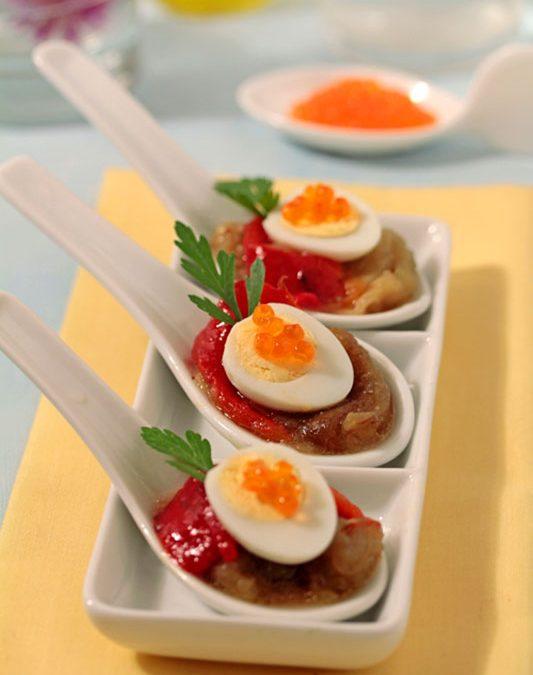 Receptes per cuinar: culleretes d'escalivada amb ous de guatlla amb oli d'oliva verge extra Spelunca Espluga Calba DO Garrigues